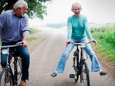 ¿Qué beneficios tiene la bicicleta en la tercera edad?