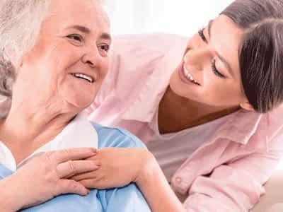 La importancia del cuidado de mayores a domicilio.